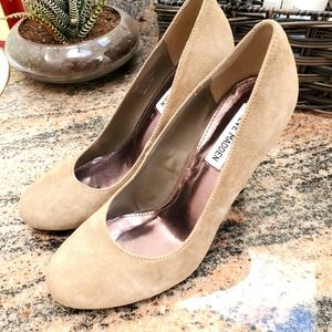 ⬇️ Steve Madden Taupe Nude Suade Pumps